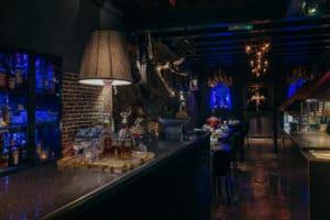 De Thaise draak die schittert voor onze bar en Thais restaurant