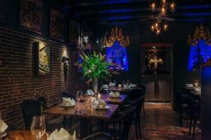 Onze karakteristieke vaas in ons stijlvol aangekleede restaurant